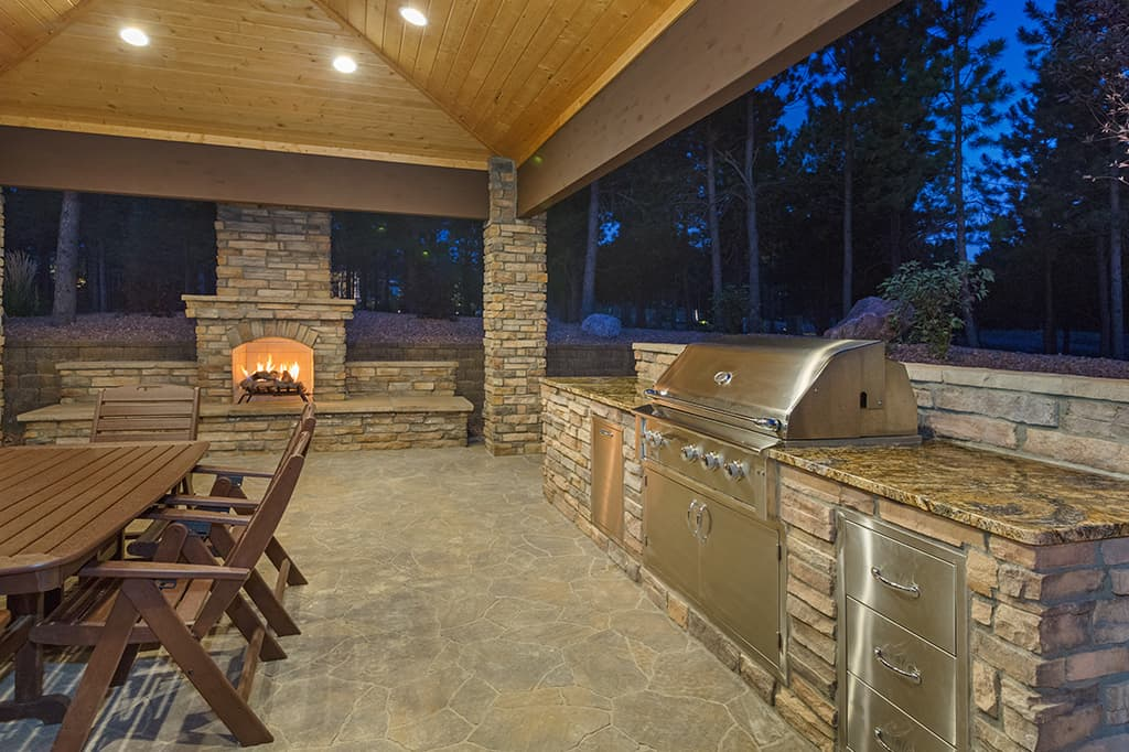 Outdoor Kitchens​